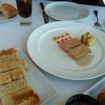 Terrina de foie, castañas, cake y gelatina de maracuyá