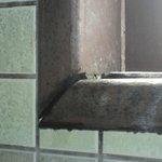 janela do banheiro