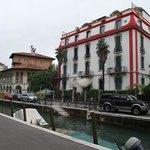 Hotel Atlanta Augustus às margens de um canal na via Lepanto
