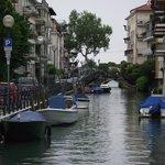Canal na via Lepanto, um dos vários que há no Lido