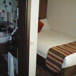 Вид на ванную и спальню