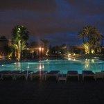 La piscine le soir, vraiment jolie