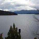 Vista del lago Nahuel Huapi e Isla Huemul desde la habitacion