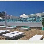 entrada al hotel desde la playa