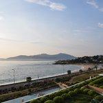 Vue de la chambre sur la plage d'Agosta et Ajaccio