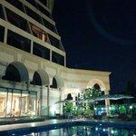 L' hotel visto dalla piscina