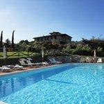 Swimmingpool and Relais