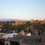 Vista de la Alhambra desde el mirador de San Nicolás, al atardecer
