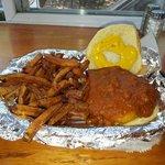 Chilli cheesburger..yummm. gets lots of napkins