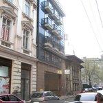 L'esterno dell'hotel su Via Slanic