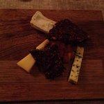3 oste heriblandt en gedeost fra en lokal gård. Mums