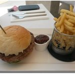 Burger and chips 5€