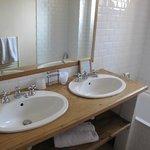 salle de bains dans une suite