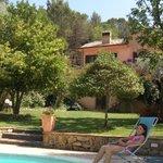 Giardino con piscina a Villa Clementine
