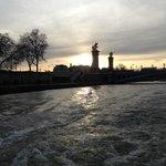 Au loin Pont Alexandre III