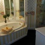 Cottage Rose Suite Bathroom