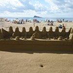 Castillos arena en playa poniente
