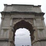 Arco di Tito, construído em 90 d.C