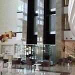 Hotelhalle mit Fahrstuhl