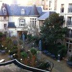 Renaissance Paris Trocadero couryard