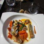 Plat de poisson aux petits légumes savoureux