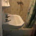 """salle de bains qui pue l'égout """"dégoûtante"""""""