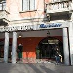 Puerta del hotel