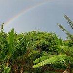 desde el mirador con un arcoiris doble tras una tormenta