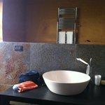 de wastafel badkamer