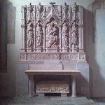 Il dossale dell'altare della cappella della famiglia Trenta