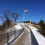 Easy walking trail to the flag on top of Grandad Bluff