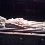 Il monumento funebre di Ilaria del Carretto di Jacopo della Quercia situato in sacrestia