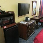 Kühlschrank, Coffeemaker, TV, Schreibtisch