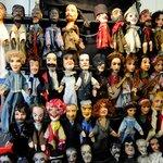 guignol et les marionnettes de son théatre