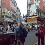 Rue Sainte Marie, l'insegna illuminata del Café