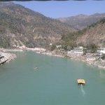 O rio Ganges visto da ponte