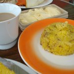 Café da manha com cuscuz de carne seca com queijo coalho e manteiga..sensacional!
