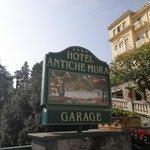 Sign to the Hotel Antiche Mura.