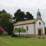 capilla en el jardín