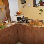 Mendoza, Argentina, Hotel Kapac. Sencillo desayuno Bufett.