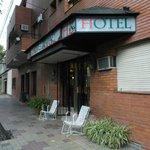Mendoza, Argentina, Hotel Kapac. Acceso en calle Perú.
