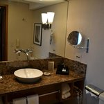 banheiro, com inúmeras facilidades
