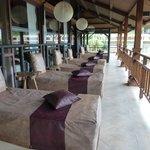 Tumbonas en la terraza de recepción, ¡qué siestas!