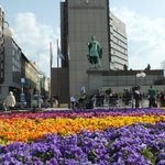 We took this photo almost as soon as we got there, Budapest has great spring flowers everywhere.
