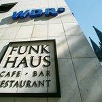 Das Café Funkhaus - mit Blick auf den Kölner Dom