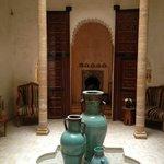 Entrée du Riad,jarre sous puits de lumière
