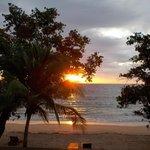 Uno dei tramonti meravigliosi da godere con un buon aperitivo  nella zona bar adiacente spiaggia