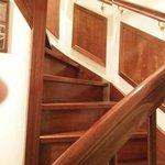 Escalera de caracol acceso a la habitación del jardin