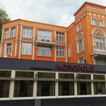 Front view of Monopole hotel