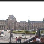 панорамный вид на Лувр